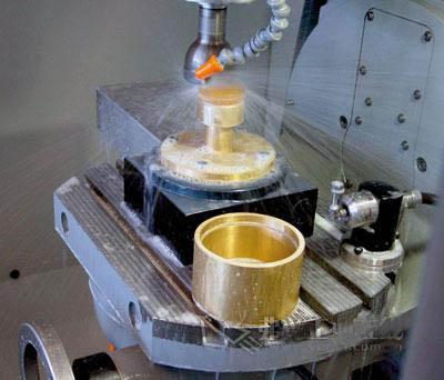 大多数超声波应用场合通常都利用主轴上的激励器和声波电极