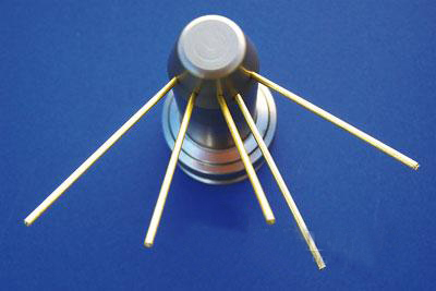 电火花钻孔机的小孔精确加工