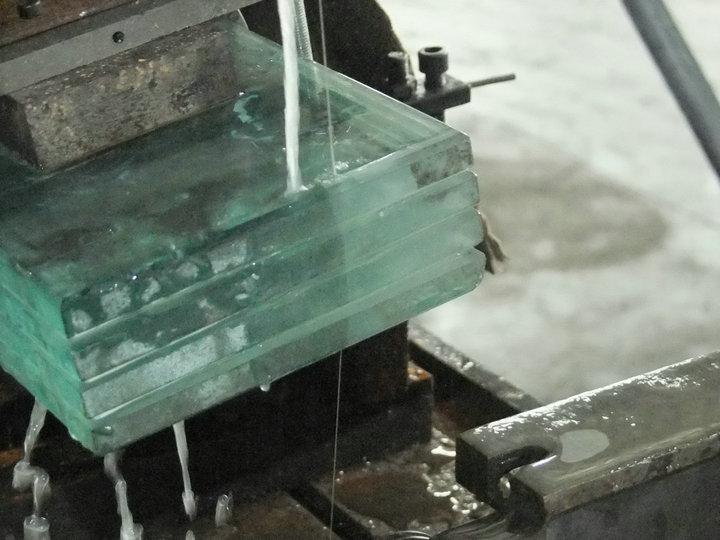晨虹晶体线切割机切割工业玻璃